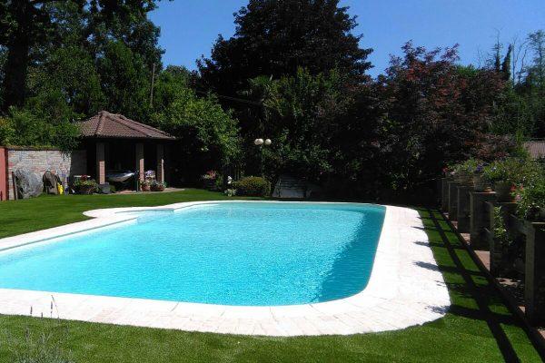 Giardino sintetico con piscina Lucon